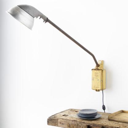 Ancien réverbère industriel lampadaire de rue