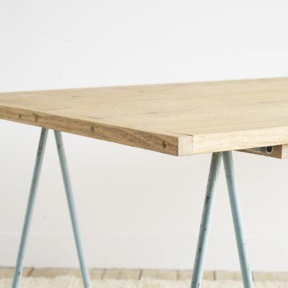 Table haute à tréteaux
