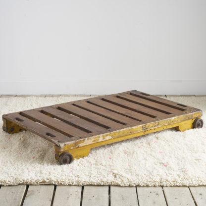 Ancien chariot industriel. table basse