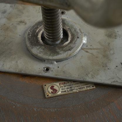 Ancien tabouret industriel usine