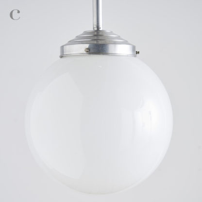 suspension opaline globe