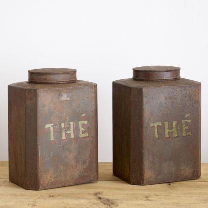 Ensemble de 2 anciennes boîtes à thé en métal peint