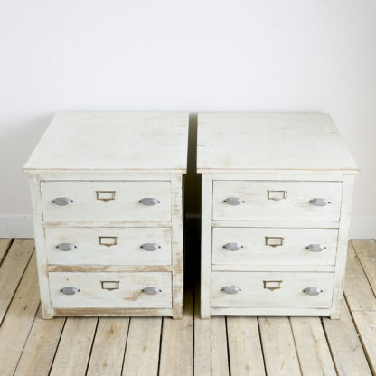 Jolie paire de meubles anciens à tiroirs JUMEAUX