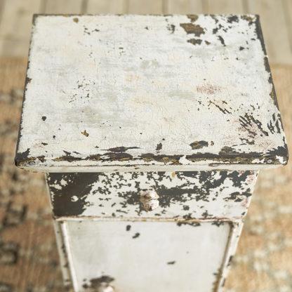Petite table d'appoint, chevet en métal patiné