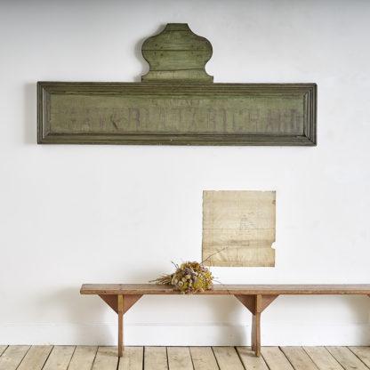 Ancienne enseigne d'estaminet en bois