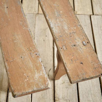 bancs d'école en bois ancien patine rose