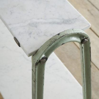 Etagère aux plateaux en marbre