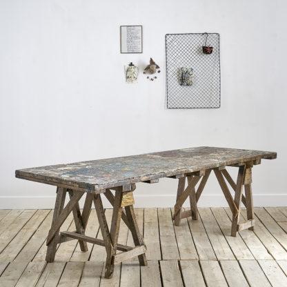 Grand table rectangulaire au plateau 'Arty'. atelier peintre