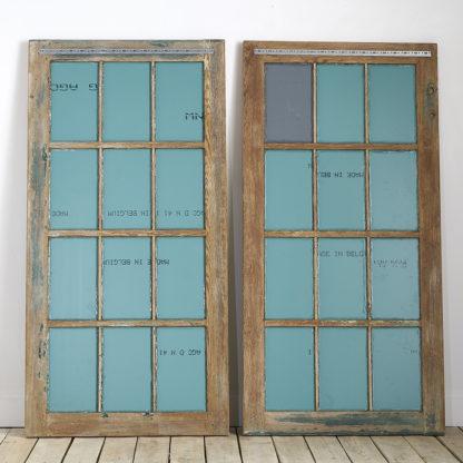 Ancienne fenêtre d'usine du début du siècle, ici transformée en miroir.