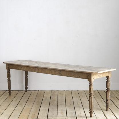 Table de banquet pieds tournés chêne