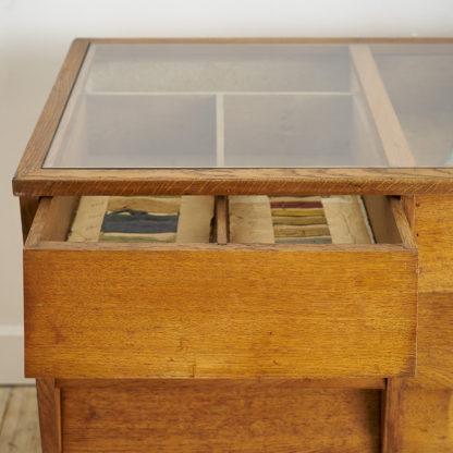 Comptoir vintage provenant d'une mercerie années 60