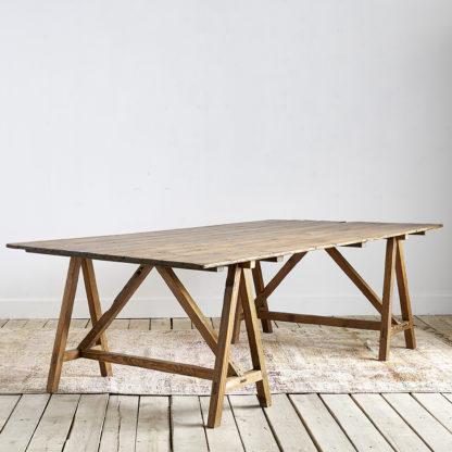 Grande table à tréteaux