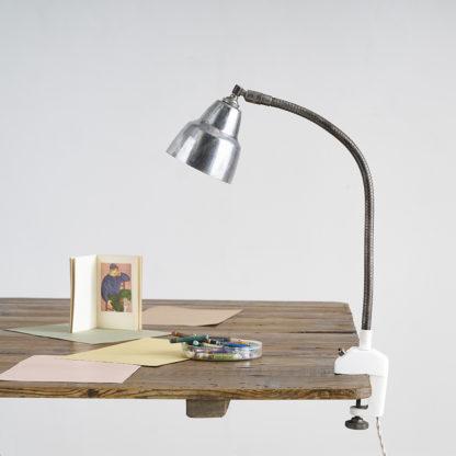 Ancienne lampe d'atelier à étau.