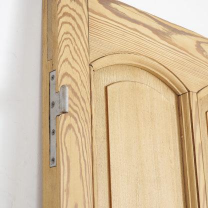 portes cloisonnantes en bois de pitchpin.