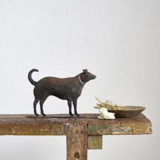 Sculpture en métal des arts populaires de la fin du XXème siècle. chien