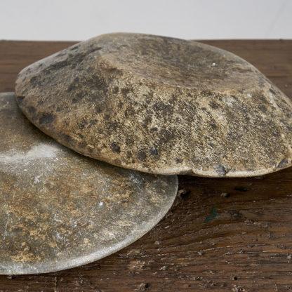 Assiette en pierre taillée