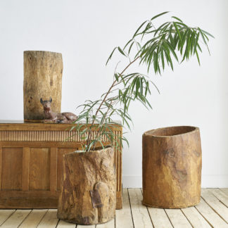 Anciens silos à grains en bois sculpté bacs primitifs
