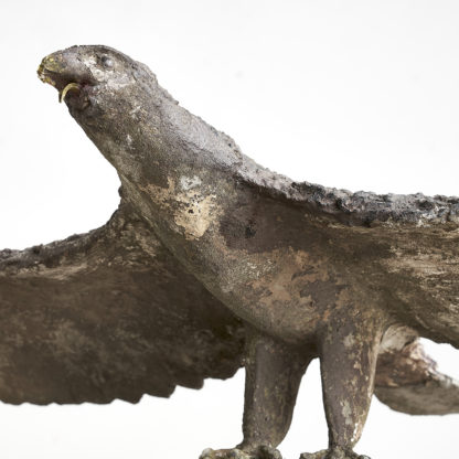 Grand aigle en béton