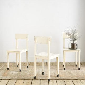 Trio de chaises vintage en bois peint