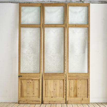 Grandes portes / Cloison aux verres gravés