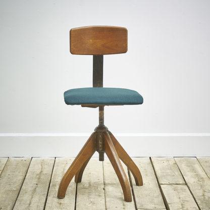 Chaise de bureau pivotante 'Ama Elastik'.